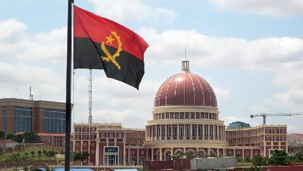 Angola está em default com o FMI?